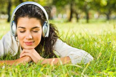 listen-music-student-girl