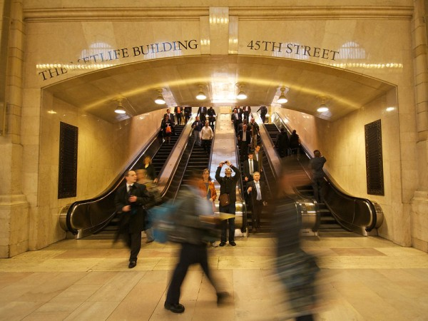 new-york-grand-central-hustle-bustle-L