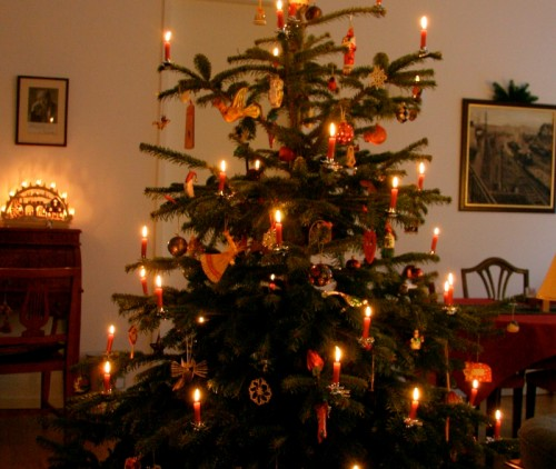Christmas-tree-with-candlesIMG_5358-500x4221