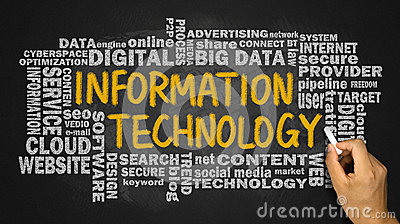 technologie-de-l-information-avec-le-nuage-relatif-de-mot-manuscrit-sur-le-bl-56028965